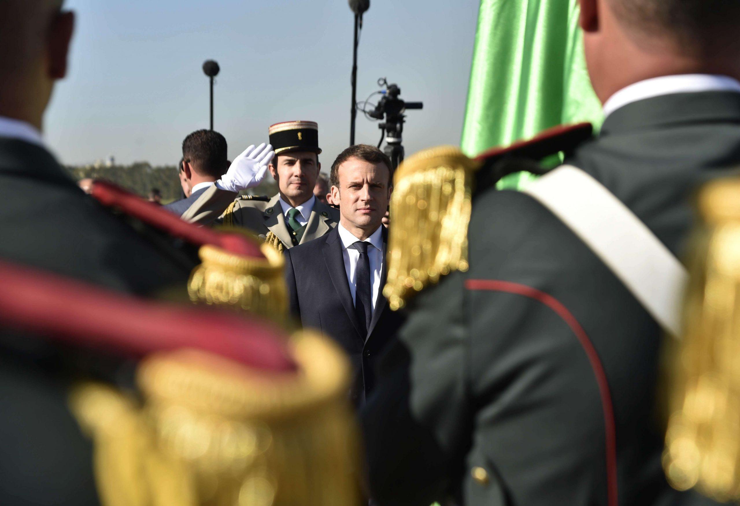 Le président français Emmanuel Macron à son arrivée à Alger, le 6 décembre 2017.