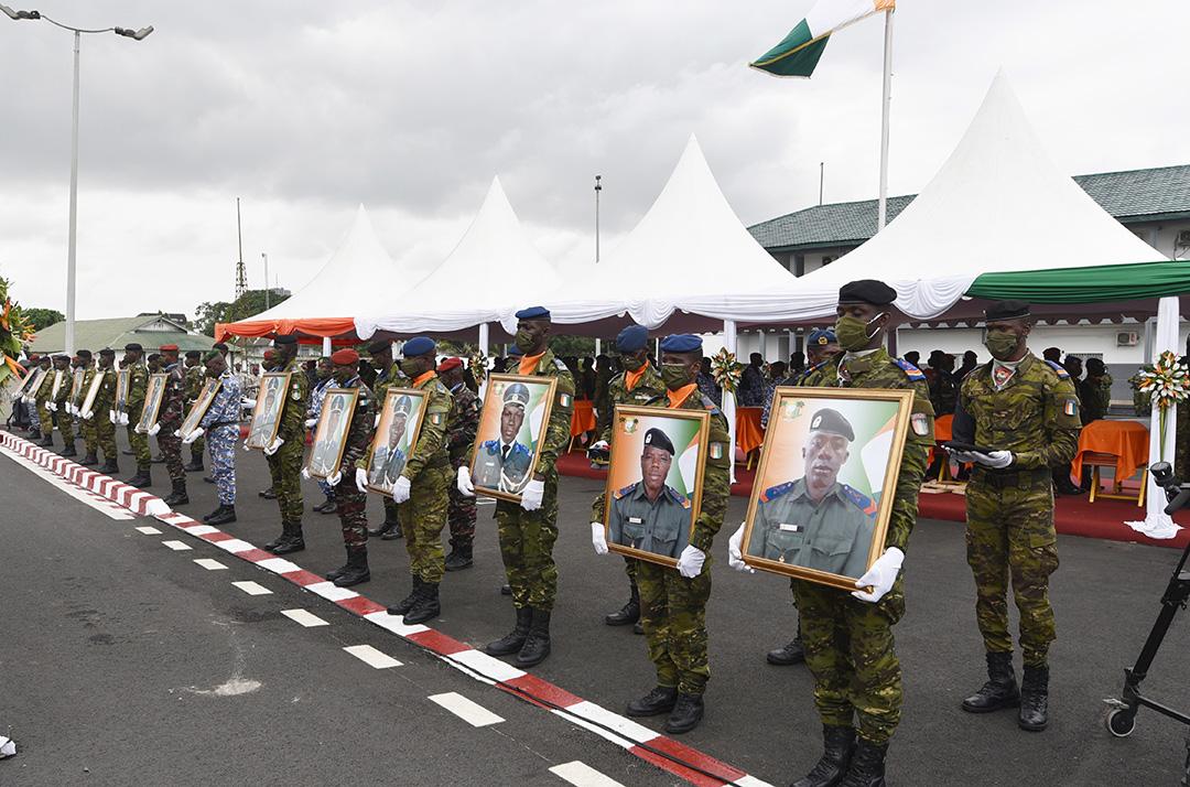 Lors de l'hommage rendu à Abidjan aux 14 militaires tués à Kafolo, dans la nuit du 10 au 11 juin 2020.