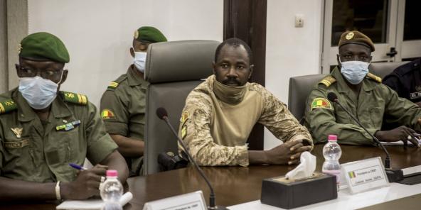 Le colonel Assimi Goïta, alors président du CNSP, lors d'une rencontre avec une délégation de la Cedeao, le 22 août 2020 à Bamako.