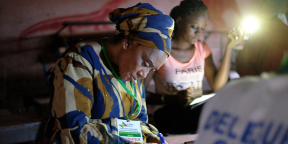 Dépouillement des votes à Bamako, lors du premier tour de l'élection présidentielle de 2018, sous la surveillance des observateurs de la Ceni.