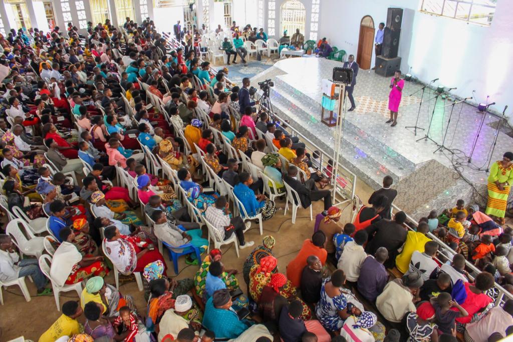 Les fidèles de Goshan HC lors d'un office à Muhanga, au Rwanda.