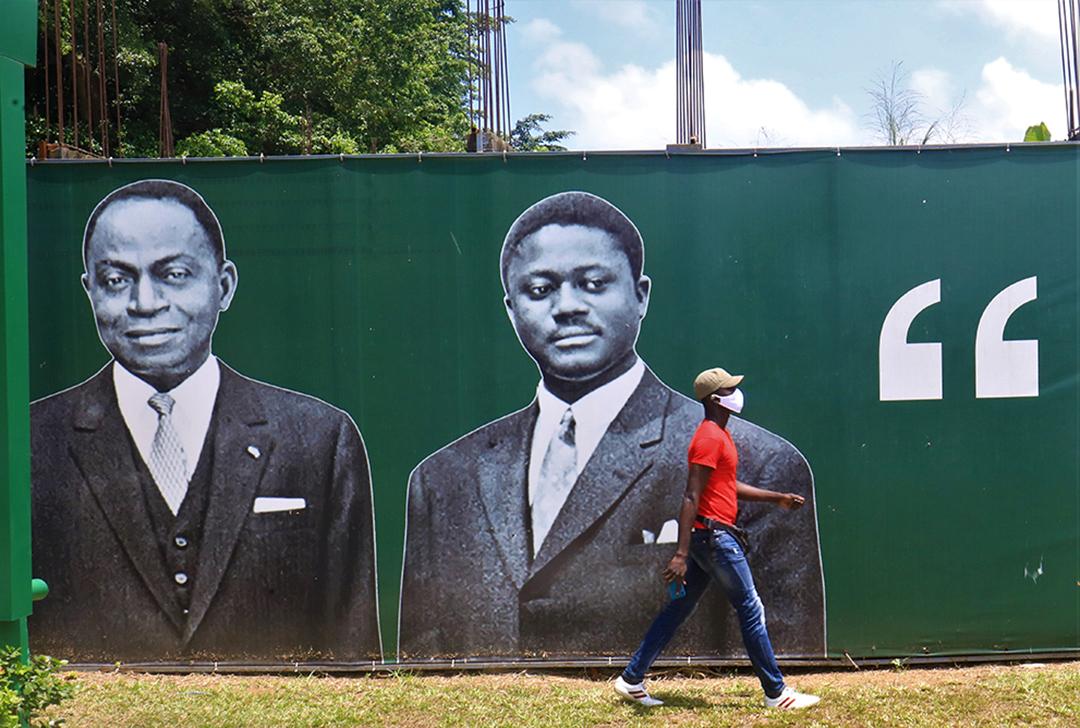 Portraits de Félix Houphouët-Boigny (à g.) et d'Henri Konan Bédié, à Abidjan, en juillet 2020.
