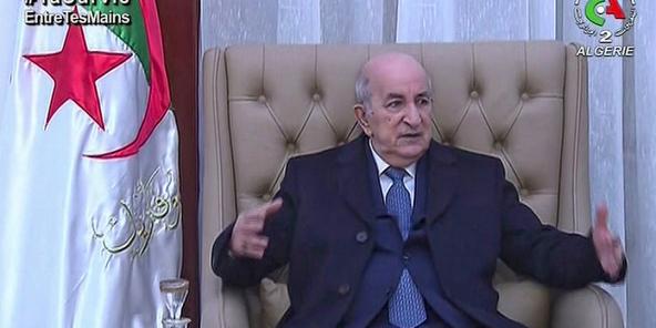 Une vidéo extraite des images diffusées par le «Canal Algérie 2», le 12 février 2021, montre le président Abdelmadjid Tebboune rencontrant des responsables gouvernementaux à son retour à Alger.