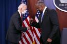 Le secrétaire à la défense Lloyd Austin et le président Joe Biden au Pentagone, à Arlington, en Virginie, le 10 février 2021.