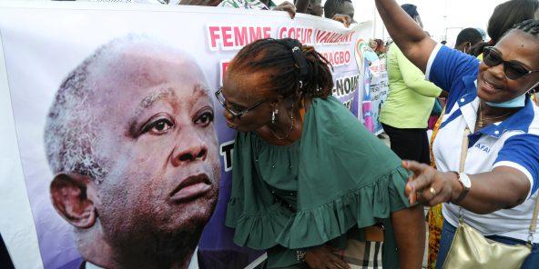 Des partisans de Laurent Gbagbo, devant la Commission électorale indépendante, le 31 août 2020.