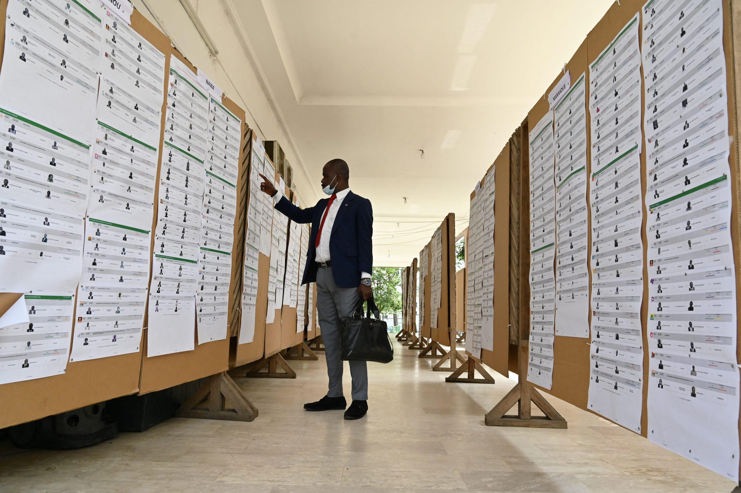 Au siège de la Commission électorale indépendante, à Abidjan, le 1er février 2021.