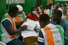 Dans un bureau de vote à Abidjan, à l'issue de l'élection présidentielle du 31 octobre 2020.