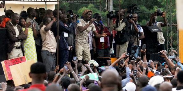 L'activiste malien Ras Bath lors d'un rassemblement en amont du second tour de la présidentielle, à Bamako, le 11 août 2018.