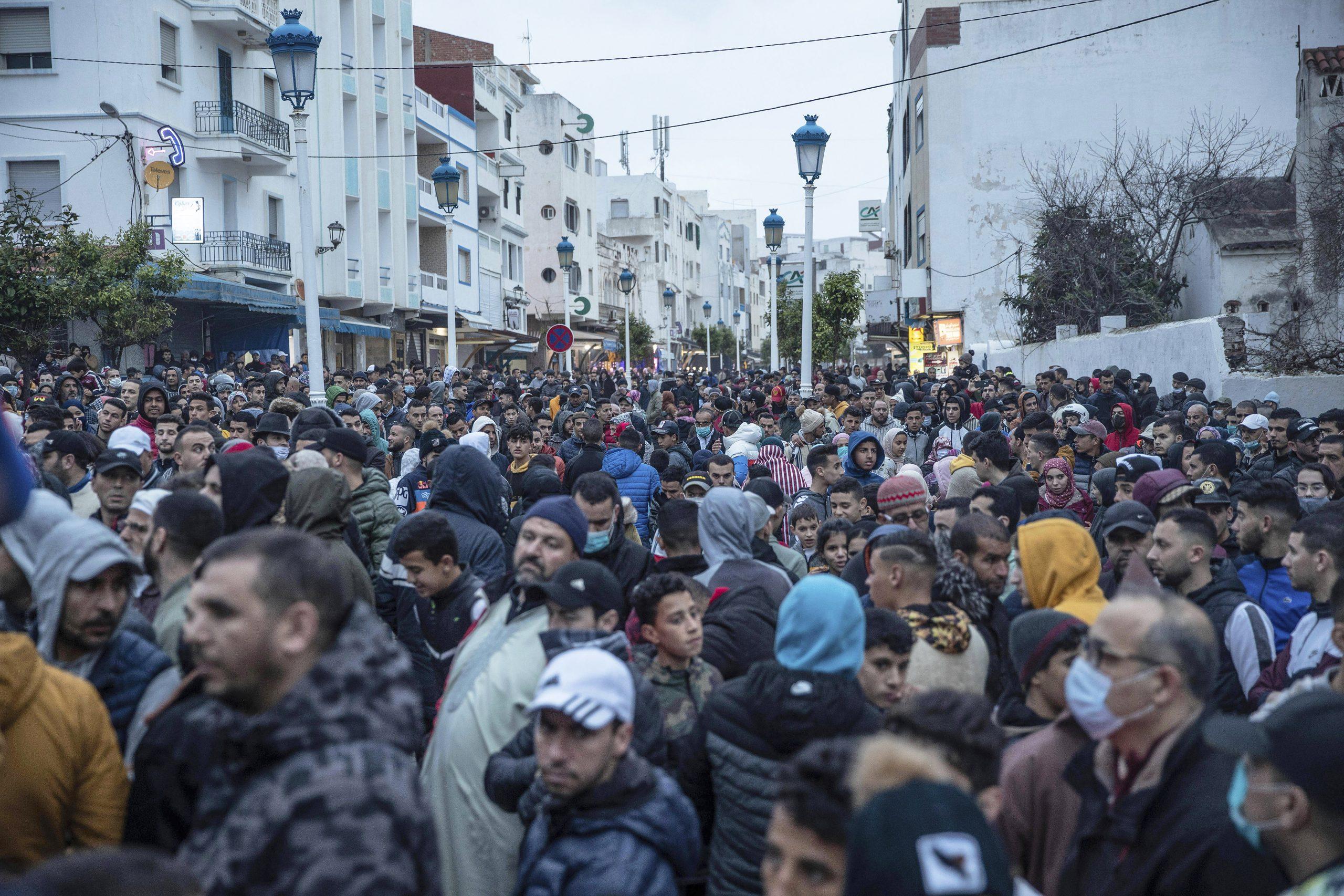 Manifestions contre la situation économique et la fermeture des frontières avec l'enclave espagnole de Ceuta, dans la ville de Fnideq, dans le nord du Maroc, vendredi 26 février 2021.