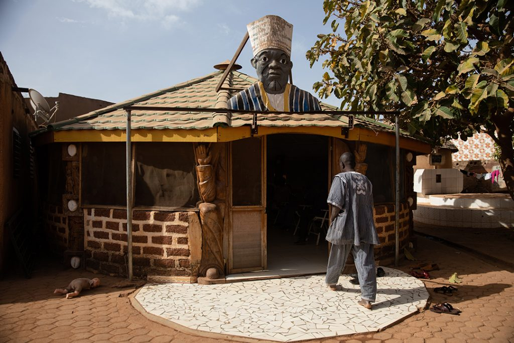 Le portail du Wemba Ligdi est toujours ouvert.