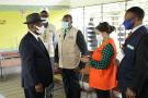 Le président de la Côte d'Ivoire Alassane Ouattara dans un bureau de vote lors des élections législatives à Abidjan, le 6 mars 2021.