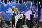 Le chanteur malien Sidiki Diabaté et Hamed Bakayoko, lors de l'hommage à DJ Arafat, le 30 août 2019 à Abidjan.