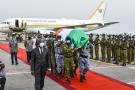 La dépouille du Premier ministre de Côte d'Ivoire, Hamed Bakayoko, décédé mercredi, est arrivée samedi à Abidjan.