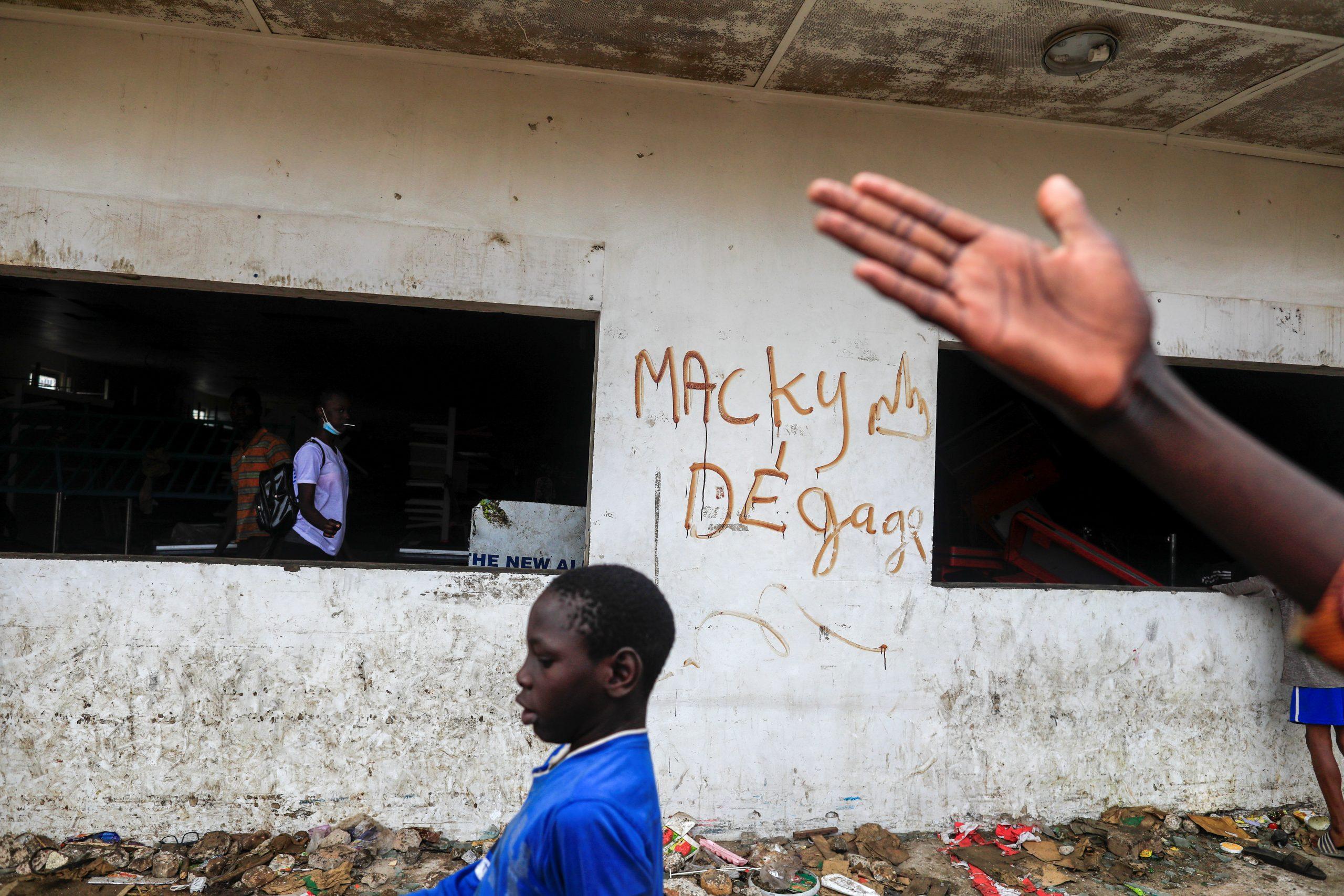 Un graffiti «Macky Sall dégage», dans les rues de Dakar, le 5 mars 2021.