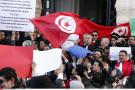 Des magistrats et des avocats tunisiens manifestent pour demander l'indépendance du système judiciaire à Tunis, le 12 février 2011.