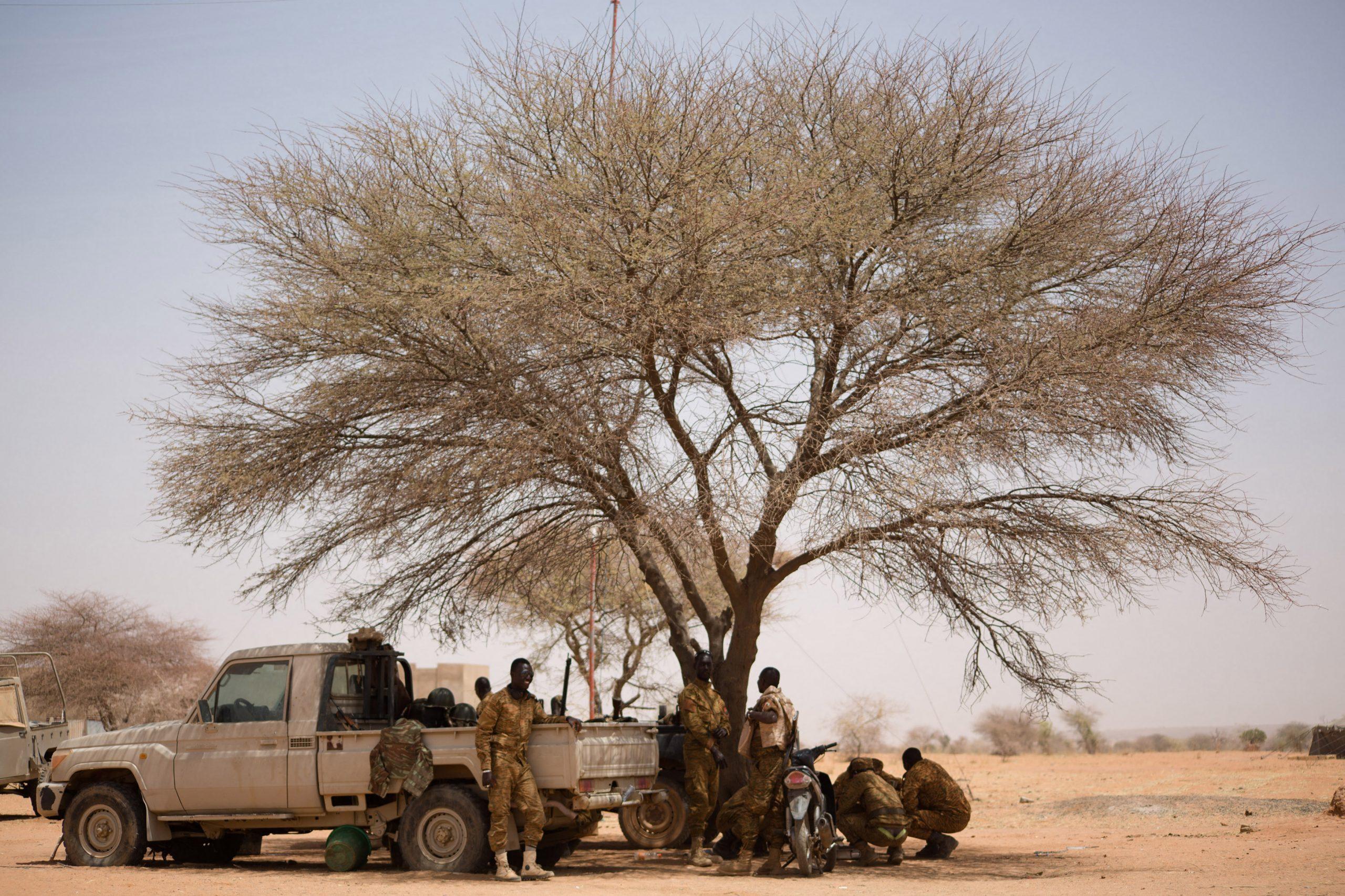 Les Forces Armées Nationales (FAN) du Burkina Faso positionnées près de la frontière du Mali.