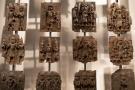 Exposition de plaques faisant partie des «bronzes du Bénin» au British Museum, à Londres, le 22 novembre 2018.