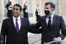 Le président français Emmanuel Macron, à droite, et Mohamed Al Menfi, président du Conseil présidentiel libyen, à gauche, après une réunion, à l'Élysée, à Paris, mardi 23 mars 2021.