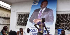 Des partisans de Guy-Brise Parfait Kolélas, mort du coronavirus le 22 mars 2021, réunis au siège du parti de l'opposant et candidat à la présidentielle face à Denis Sassou Nguesso.