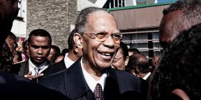 Après 11 ans d'éxil en France, l'ex-Président Didier Ratsiraka est accueill, le 8 avril 2013, à l'aéroport international Ivato.
