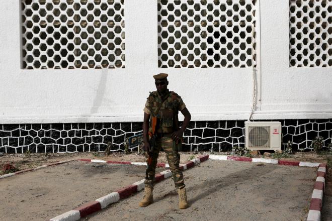 """"""" Tentative de coup d'État """" au Niger deux jours avant l'investiture de Mohamed Bazoum"""
