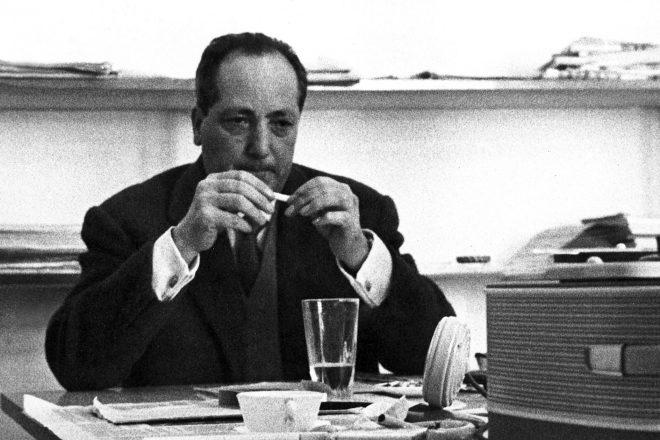 Le journaliste Jean Amrouche, à Tunis,1961 .