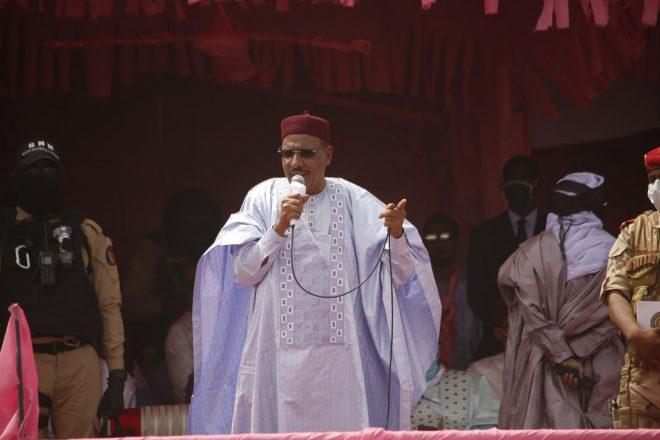 "Niger : investi président, Mohamed Bazoum dénonce la ""barbarie"" des jihadistes"
