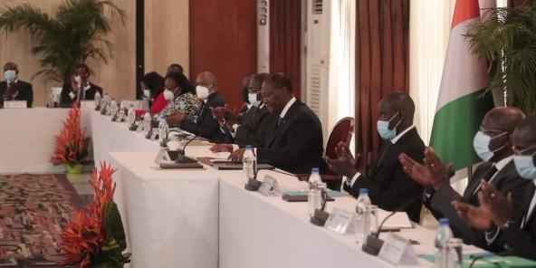Alassane Ouattara, lors du conseil des ministres du 7 avril 2021 au palais présidentiel.