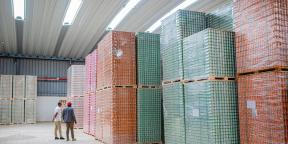 Palettes de la nouvelle gamme de boissons Salam dans les entrepôts d'Agro Food Industries, filiale de Sonoco.