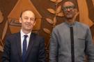 L'historien français Vincent Duclert a remis officiellement au président Paul Kagame, le 9 avril 2021, le rapport de la Commission qu'il a présidée sur le rôle de la France au Rwanda entre 1990 et 1994.