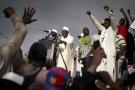 L'imam Mahmoud Dicko, l'une des personnalités les plus influentes du paysage politique malien, s'adresse à la foule sur la place de l'Indépendance à Bamako, le 5 juin 2020.