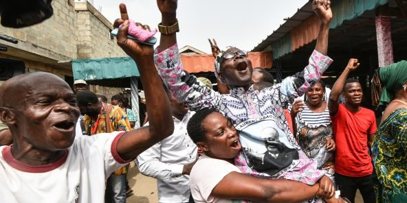 Abidjan, le 31 mars 2021. Partisans de Laurent Gbagbo exultant à l'annonce de son acquittement par la CPI.