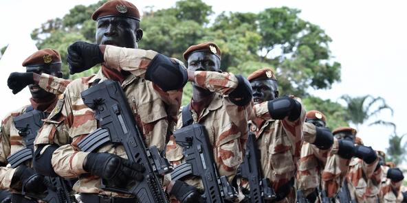 Les forces spéciales défilent devant le palais présidentiel à Abidjan, le 7 août 2017, lors des célébrations marquant le 57e anniversaire de l'indépendance du pays vis-à-vis de la France.