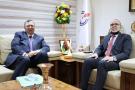 Patrick Pouyanné en Libye, avec Mustafa Sanalla, président de la Ntional Oil Corporationle 21 avril 2021.
