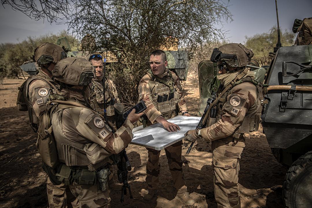Militaires français, agissant dans le cadre de l'Opération Barkhane. Zone de Liptako-Gourma, dans le Nord-Est du Mali, en février 2020.