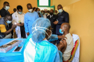 Début de la vaccination du personnel de santé  contre le Covid-19 au Cameroun, le 12avril.