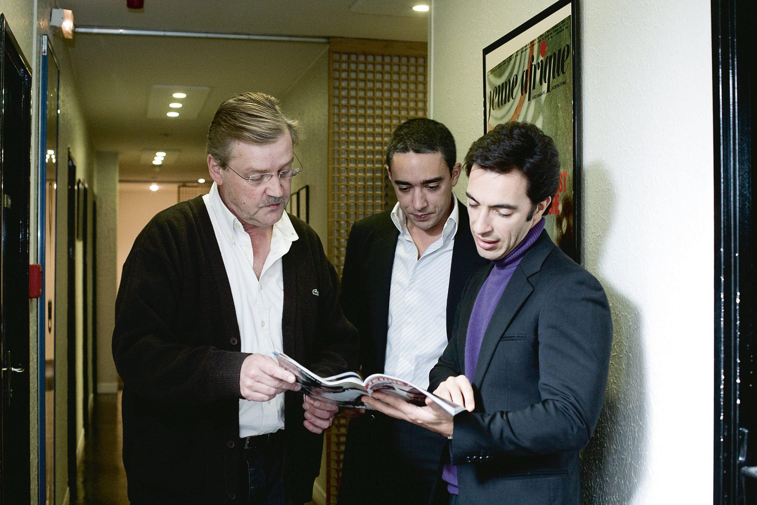 De g. à dr. : François Soudan, Marwane et Amir Ben Yahmed, à JA, en 2008.