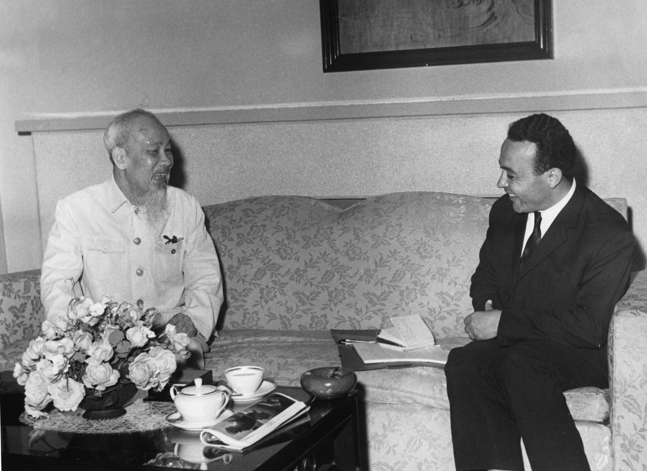 BBY avec Hô Chi Minh, à HanoÏ, en avril 1967.