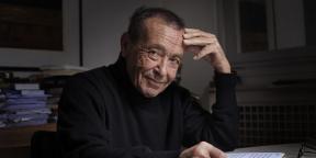 Béchir Ben Yahmed dans son bureau, à Jeune Afrique, à Paris, en 2010.