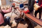 A Chami, ville nouvelle située en plein désert entre Nouakchott et Nouadhibou, des milliers d'orpailleurs, souvent organisés en famille, extraient artisanalement l'or de la roche. Après concassage, la roche réduite en poudre est passée sur un tamis de fortune (bandes de moquette). L'or est finalement capturé par agglomération avec du mercure, produit notoirement dangereux.