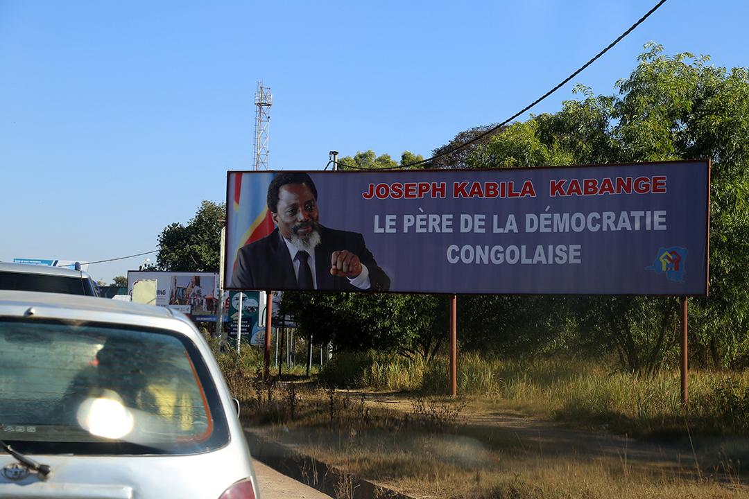 Une affiche rend hommage à Joseph Kabila à Lubumbashi, capitale de la région minière du Katanga, en 2018.