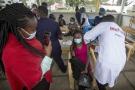 Séance de vaccination contre le Covid-19 à l'hôpital Mbagathi de Nairobi, au Kenya, le 12 avril.