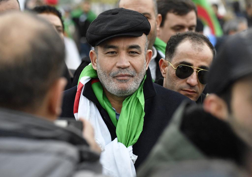 L'opposant algérien Mohamed Larbi Zitout assiste à une manifestation lors du sommet de la paix sur la Libye, à Berlin le 19 janvier 2020.