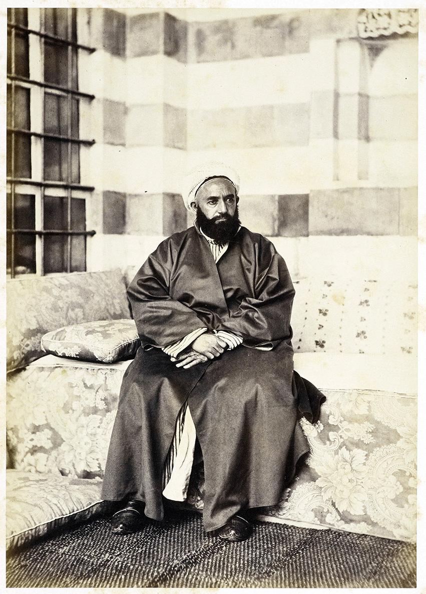 Abdelkader en 1948, dans sa cellule de la prison de Pau (France), un an après sa capitulation.