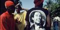 Les Guinéens célèbrent le 20e anniversaire de la mort de Bob Marley, le 11 mai 2001.