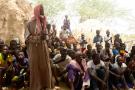 Réunion des habitants de Zibane-Koira Zéno, dans la régiondeTillabéri, après l'attaque d'hommes armés dans leur village, le 8 mai 2020.