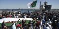 Des Algériens crient des slogans lors d'une manifestation anti-gouvernementale dans la capitale Alger, le 7 mai 2021.