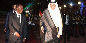 Le président ivoirien Alassane Ouattara et Cheikh Tamim Ben Hamad Al-Thani, émir du Qatar, en Côte d'Ivoire, en décembre 2017.