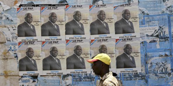 Des affiches de l'opposant Ayah Paul Abine, lors de la campagne présidentielle de 2011, à Yaoundé.