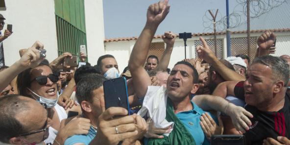 Karim Tabbou, l'une des figures du «Hirak», à sa sortie de prison le 2 juillet 2020 à Alger.